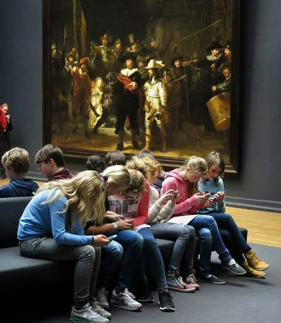 children-in-art-gallery